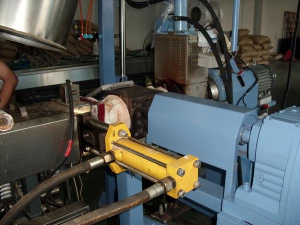 换网器在切粒(冷切、热切生产线中的应用